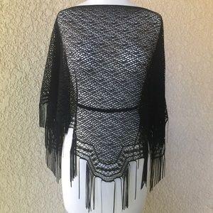 Papillon Blanc Crochet Mañanita/Poncho Black